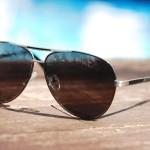 紫外線から目をまもるサングラス、その効果は?選び方は?
